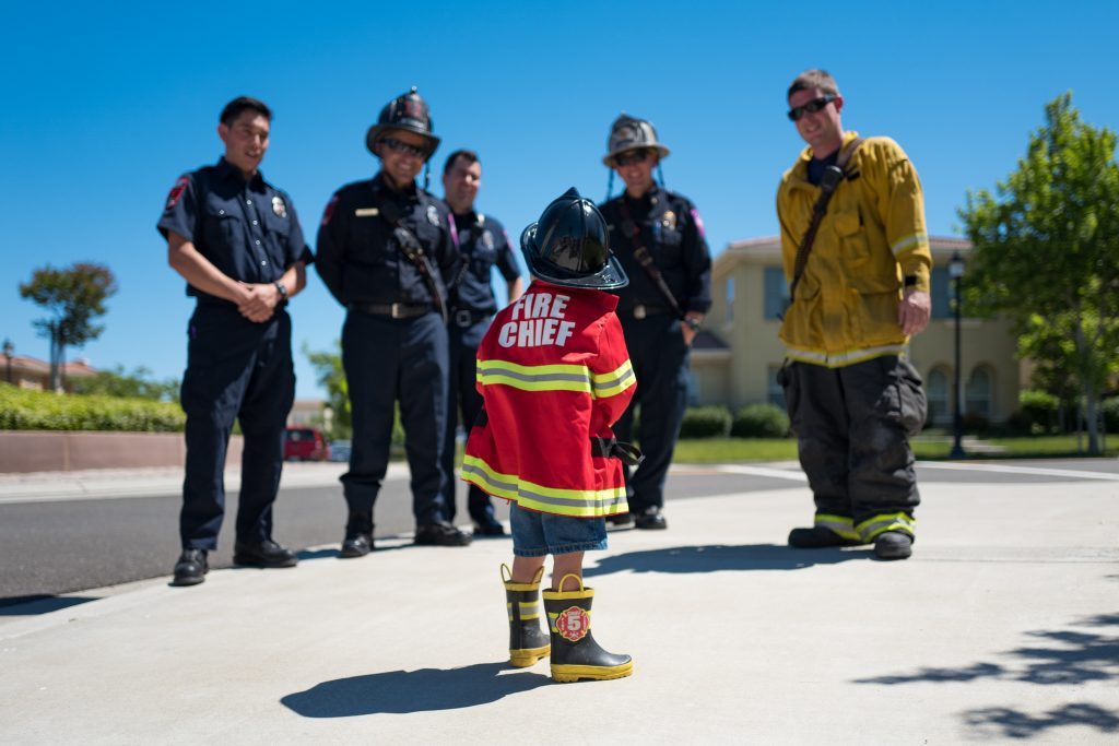 Give-back-this-holiday-season-to-firefighters-and-policemen
